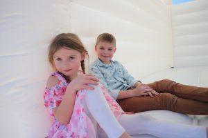 trouw-springkussen-bruiloft-springkussen-wedding-bouncer-activiteiten-voor-kinderen-op-bruiloft