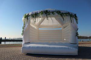 Wedding-bouncer-bruiloft-springkussen-bruiloftspringkussen-springkussen-voor-bruiloft-voor-kinderen